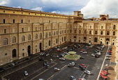 View to the courtyard of the museum complex in Vatican — Stok fotoğraf