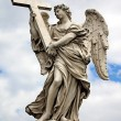 Angel with cross at the famous Sant' Angelo bridge in Rome, Ital — Stock Photo