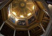 Roma, i̇talya - 19 nisan: kubbe içinde i̇ncille hikaye ile boyalı — Stok fotoğraf