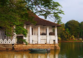 The Royal Summer House is in the Kandy lake, Sri Lanka — Stock Photo