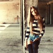 かわいい金髪の少女の肖像画 — ストック写真