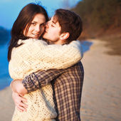 Couple in love staying on the beach — Stock Photo