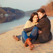 Sahilde couple — Stok fotoğraf