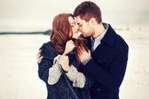 Retrato de inverno de casal apaixonado — Foto Stock