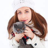 Beautiful woman with cat in winter — Stock Photo