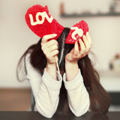 Woman with broken heart lollipop — Stockfoto