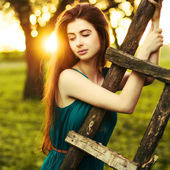 Girl in the apple orchard — Foto de Stock