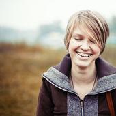 Jeune fille riante heureuse — Photo