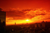 Sunset over the city — Stock Photo