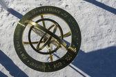 Cartel conmemorativo dedicado al aniversario de 100 años en el polo sur geográfico — Foto de Stock