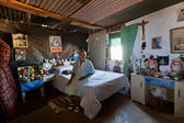 Local woman sitting in a traditional namibian dwelling — Stock Photo