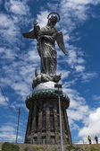Monument av la virgen de panecillo — Stockfoto