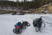 Bicycles and SUV cars on winter Baikal lake — Stock Photo