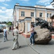 Monument to the bear - the symbol of Yaroslavl, Russia — Stock Photo