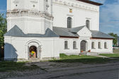 Old building in Suzdal used as a market warehouse — Stock Photo