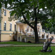 Old governor mansion in Yaroslavl, Russia — Stockfoto