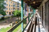 типичный двор в маленьком городе россии — Стоковое фото