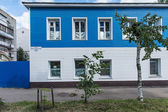 Blue and white house in russian town — Stock Photo