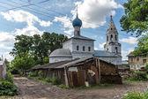 Nicholas Pensky church in slums of Yaroslavl town, Russia — Stock Photo