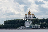 Assumption Cathedral in Yaroslavl from junction rivers — Stock Photo