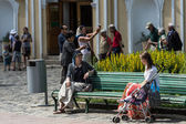 Tourists at Trinity Sergius Lavra in Sergiev Posad. Russian Federation — Stock Photo