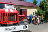 Group of kids on excursion at firefighter department in Yaroslavl town, Russia — Stok fotoğraf