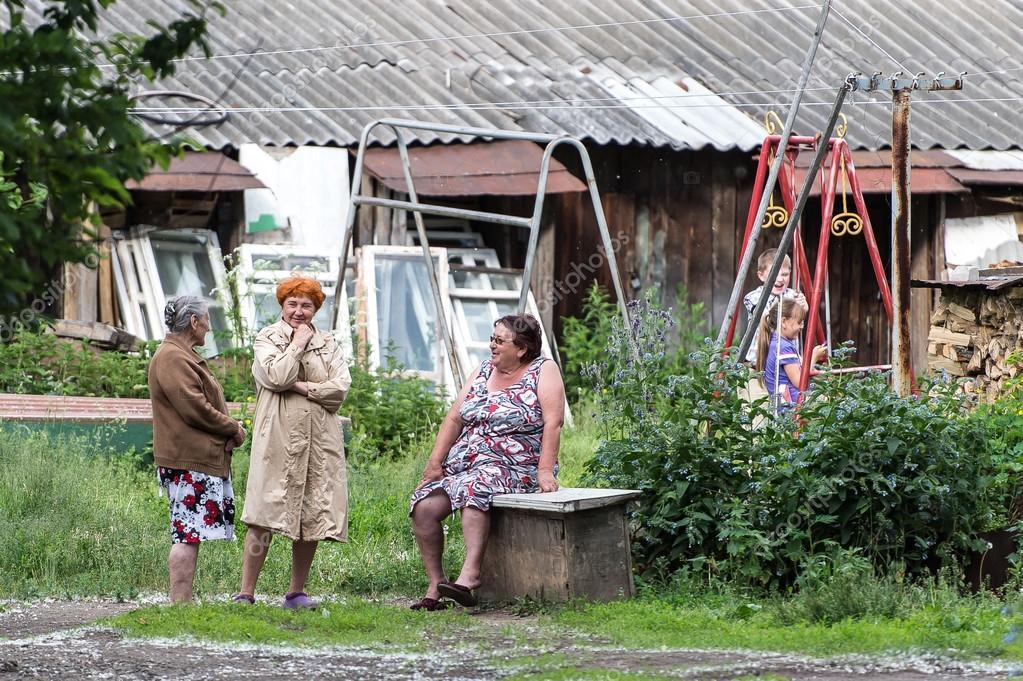s-zhenoy-v-derevne-foto