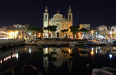 Old cathedral in a bay at early night — Stockfoto