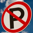 A 'No Parking' sign — Stock Photo