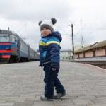 Boy stands on the platform — Stock Photo