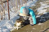 çocuk ve kedi — Stok fotoğraf