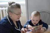 Büyükanne ve torunu — Stok fotoğraf