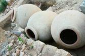 As ânforas antigas, que os arqueólogos encontraram. — Foto Stock