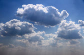 Bright blue sky with puffy white clouds. — Stock Photo