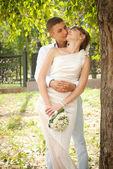 Newlyweds couple in love hugging — Stockfoto