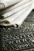 Jornal diário e o tipo de móveis — Foto Stock
