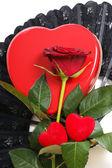 Rudá růže se srdcem — Stock fotografie