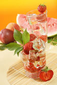 Fresh water and strawberries — Stock Photo