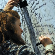 Girl signing Marco Simoncelli memorial wall — Stock Photo