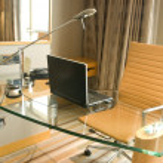 kancelářský stůl — Stock fotografie