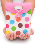 Hands holding a gift box on white with clipping path — Stock Photo
