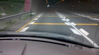 Driving through a tunnel in day time — Vidéo