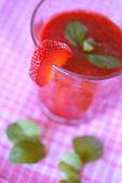 Lahodný sladký jahodový koktejl — Stock fotografie