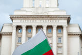 Bulgarian flag in front of the National Assembly building in Sofia. — Stock Photo