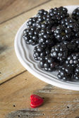 Delicious ripe blackberries — Stock Photo