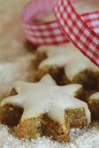 Holiday cookies e fitas natal — Fotografia Stock