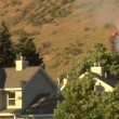 Forest fire burns near homes — Stock Video #29429393
