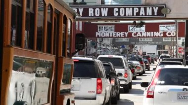 The heavy traffic Cannery Row Monterey California — Vídeo Stock