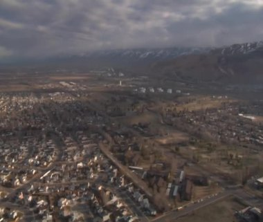 Aerial shot of Salt Lake City neighborhoods in winter — Vídeo de Stock