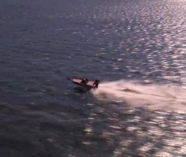 Aerial shot of speed boat flyover — Stock Video